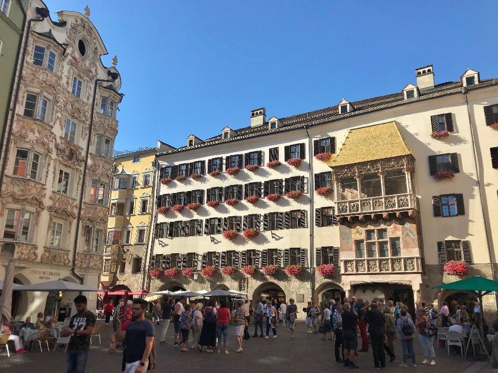 Innsbruck Sehenswürdigkeiten - das Goldene Dachl ist das meistbesuchte Ausflugsziel