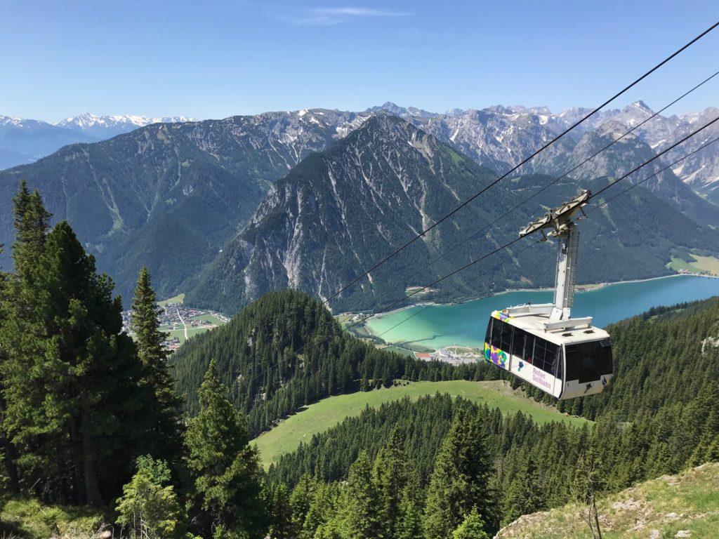 Das Rofan gehört zu den Tirol Sehenswürdigkeiten - mit der Bahn hinauf