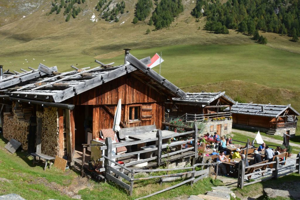 Südtirol Sehenswürdigkeiten: Die urigen Hütten der Fane Alm