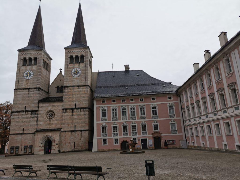 Sehenswürdigkeiten Berchtesgaden bei Regen: Das Schloss in der Altstadt