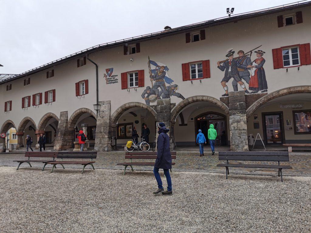 Sehenswürdigkeiten Berchtesgaden bei Regen: Lüftlmalereien bewundern