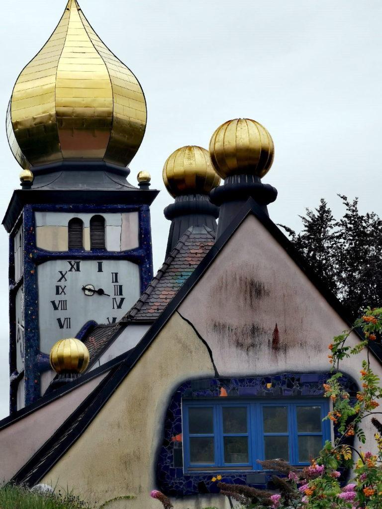 Geheimtipps Österreich und lohnenswert: Die Hundertwasserkirche in der Steiermark
