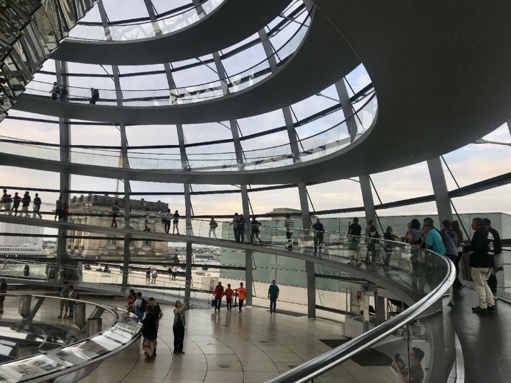 Deutschland Sehenswürdigkeiten: Kostenlos in die Reichstagskuppel in Berlin