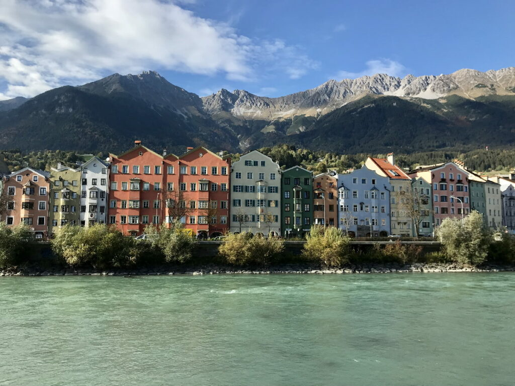 Österreich Sehenswürdigkeiten - die Stadt Innsbruck mit dem Karwendel