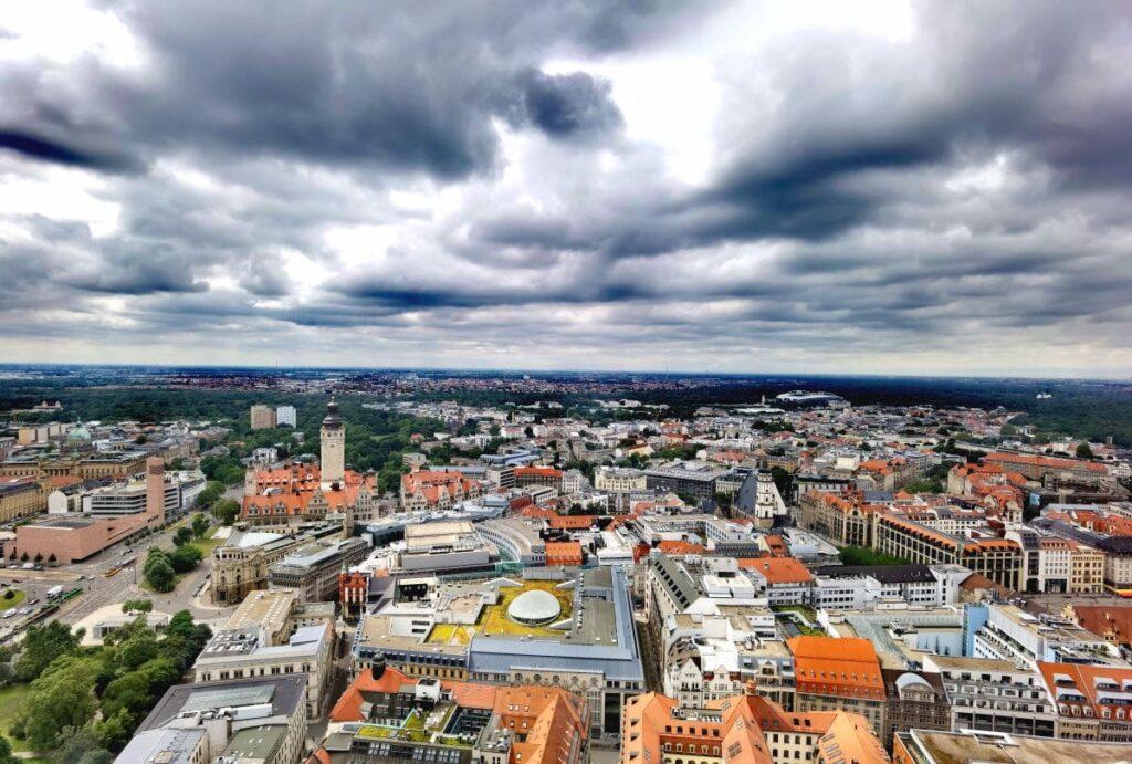 Die Leipzig Sehenswürdigkeiten von oben auf der Aussichtsplattform des City Hochhauses