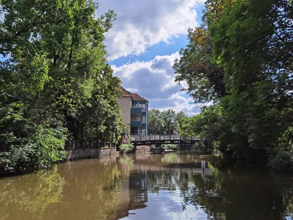 Die geheimnisvollen Leipzig Sehenswürdigkeiten vom Wasser aus sehen - geht im Rahmen einer Bootstour
