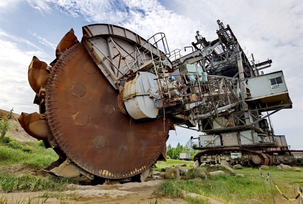 Leipzig Sehenswürdigkeiten Umgebung - diesen riesigen Schaufelradbagger siehst du im Bergbau-Technik-Park