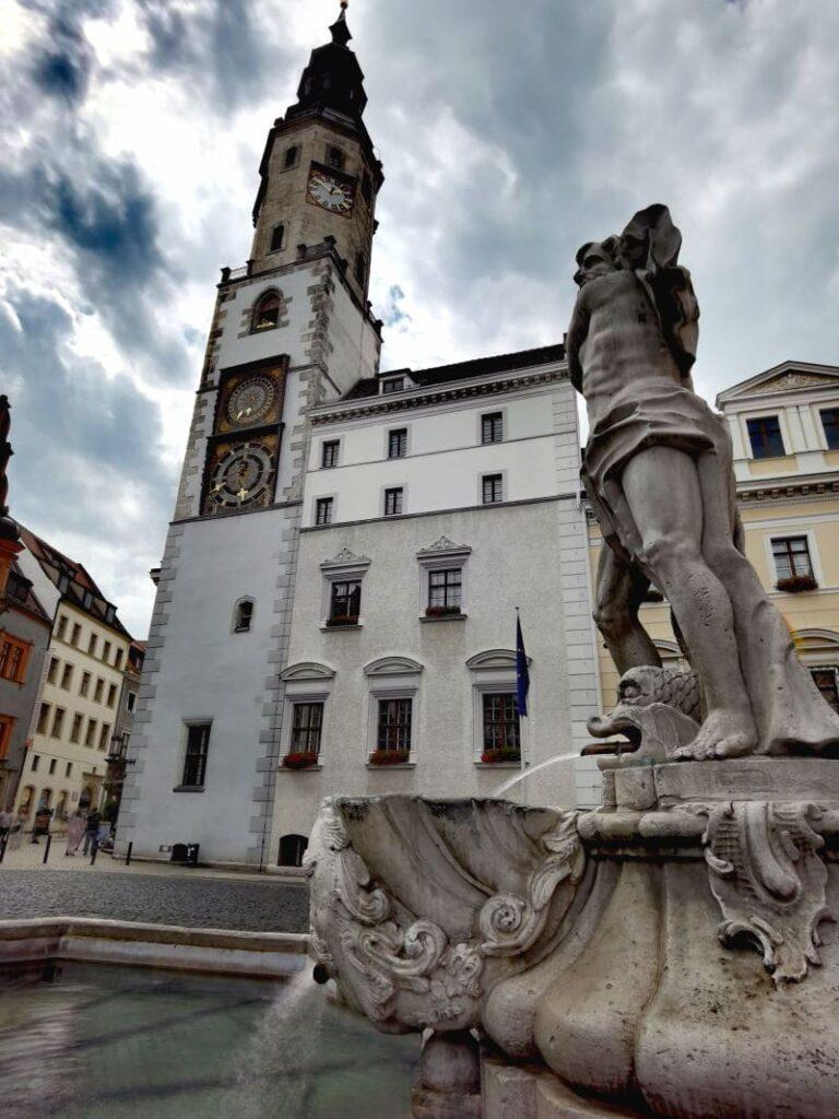 Sehenswürdigkeiten Görlitz - schöne Plätze mit prächtigen Häusern und Brunnen