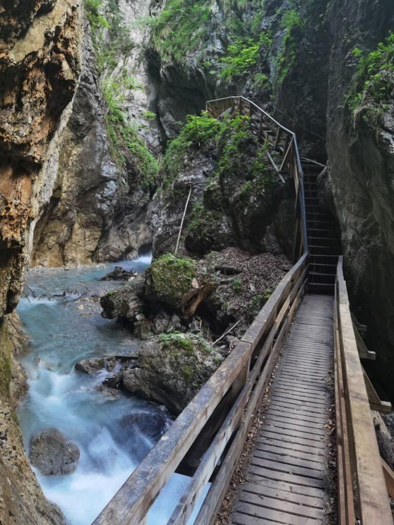 Besondere Natur Sehenswürdigkeiten Österreich - die Wolfsklamm im Karwendel gehört dazu